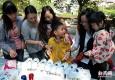 上海金山:爱心彩绘运动鞋 快乐助跑山区娃