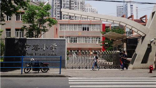 上海武宁路小学师生身体不适 一二年级停课