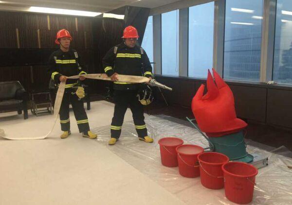 上海环球金融中心举行防灾避难演习训练 2000人参与