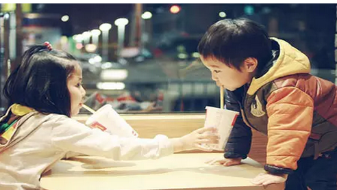 【夜读】有教养不是吃饭不洒汤