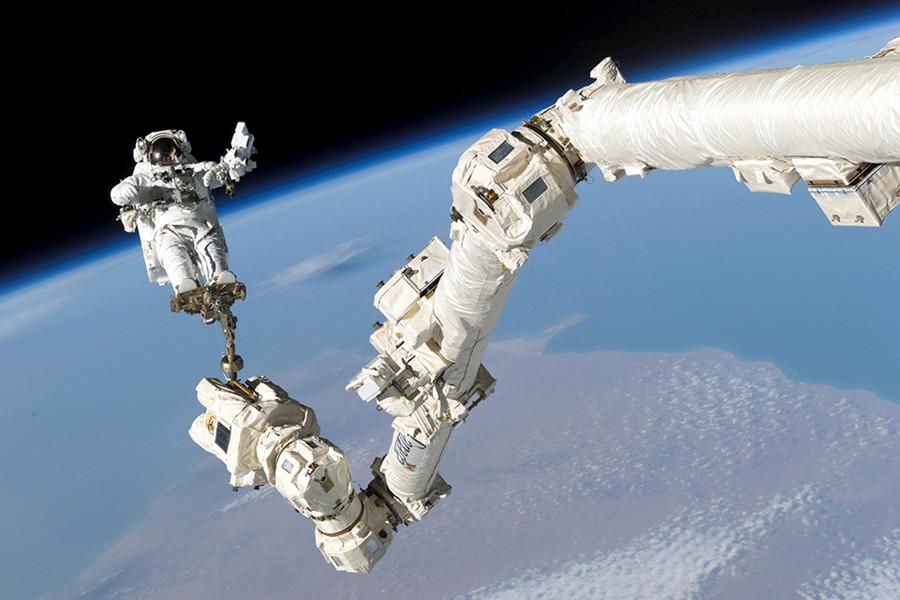 NASA发布美照纪念人类登上国际空间站15周年