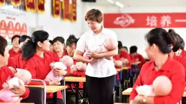 二孩放开月嫂更紧俏 上海每年需求或增5000多人