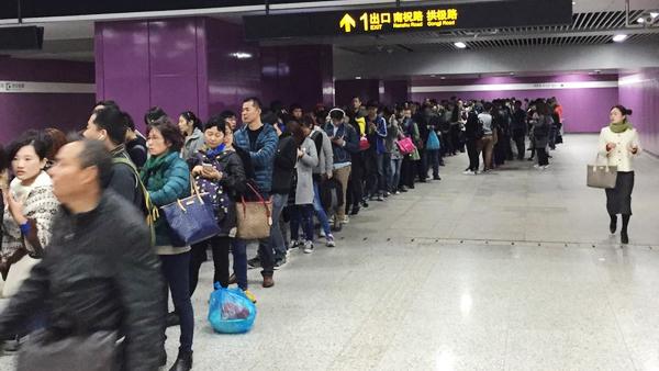 上海地铁16号线早高峰突发故障 多站点启动进站限流