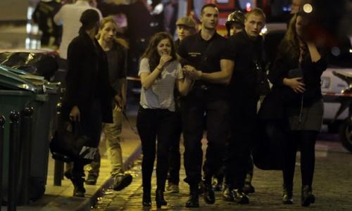 法媒:枪击爆炸已致60人死 上百人仍被劫持在音乐厅
