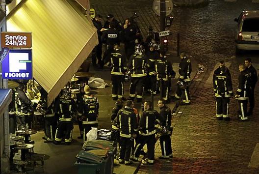 亲历者讲述恐怖袭击现场:球场外全是警察、警车