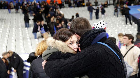 汇总:巴黎恐怖袭击死亡人数上升至129人