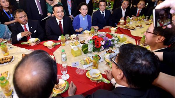 李克强访问马六甲 鼓励中国企业参与当地港口建设