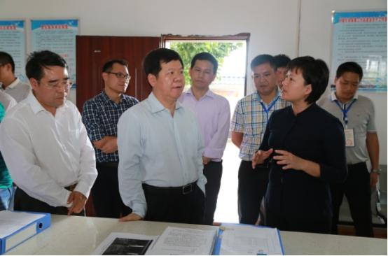 中国国际扶贫中心副主任黄承伟到邕宁区调研