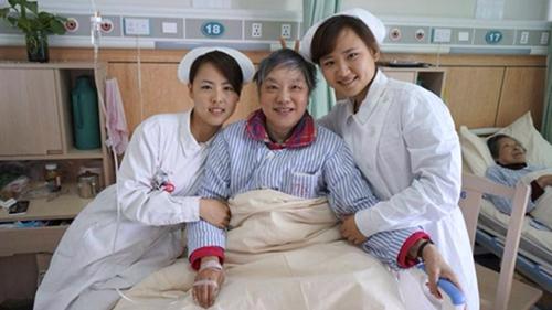 """上海好心人:失独家庭多了5个""""女儿""""""""女婿"""""""