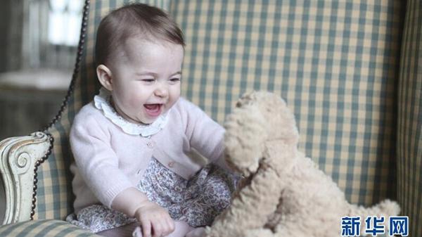 英皇室公布夏洛特公主最新萌照 凯特王妃亲自拍摄