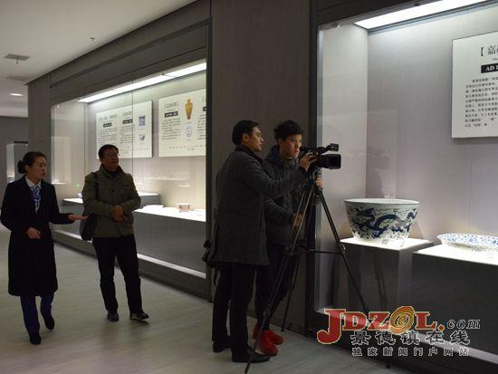 参观景德镇中国陶瓷博物馆展厅-景德镇 十大陶瓷文化景观 创作采风团