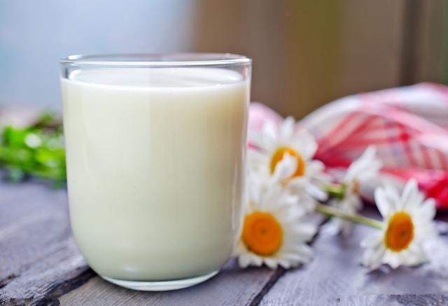 """六种喝牛奶方式如""""服毒"""""""