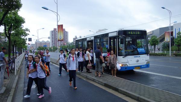 鹤沙航地区今起新辟调整4条公交线路