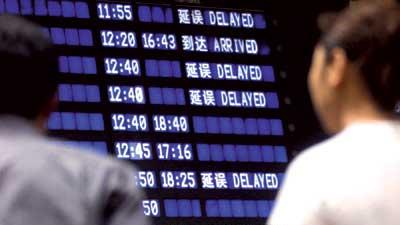 航班延误欲退票需先开证明 乘客称像