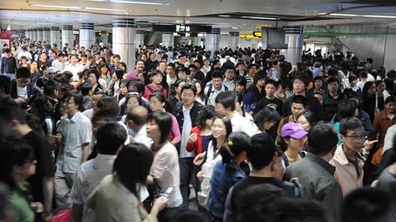 跨年夜地铁客流将超千万 三线延长运营