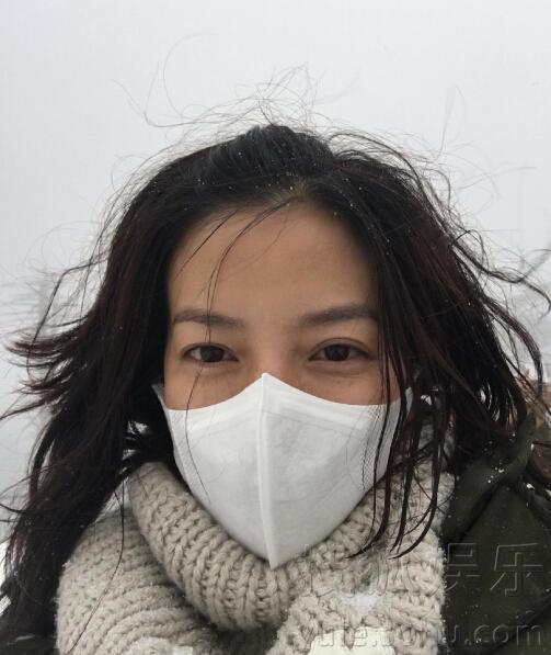 赵薇冰天雪地里素颜自拍