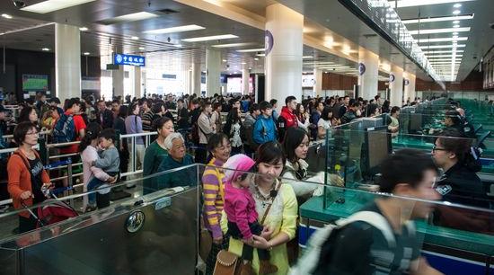 上海元旦旅客发送创历史新高 市民用年假