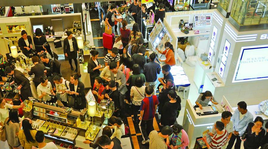 跨年申城重点实体商店促销热火朝天 销售额增5.1%