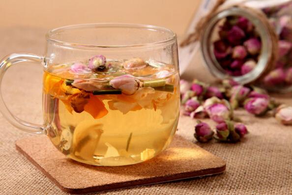 女性常喝玫瑰花茶好处多 教你怎么泡
