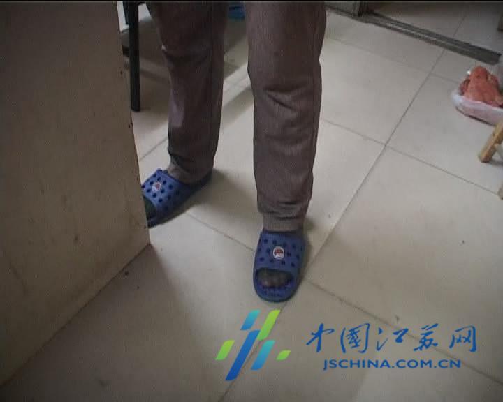 浦口东大路一家澡堂洗澡,鞋子被偷了,接警后民警立即赶到现场.-图片