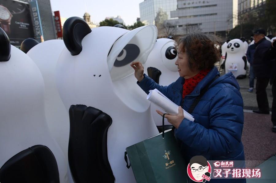 """一大波大熊猫来袭!申城现萌萌哒公益回收箱 等市民""""喂食""""旧衣"""