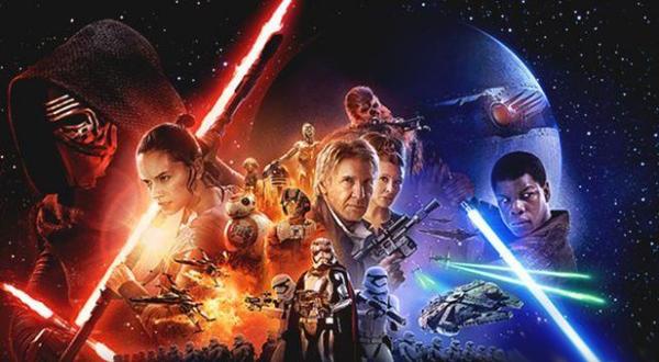《星球大战:原力觉醒》今日上映 粉丝热捧通宵观影