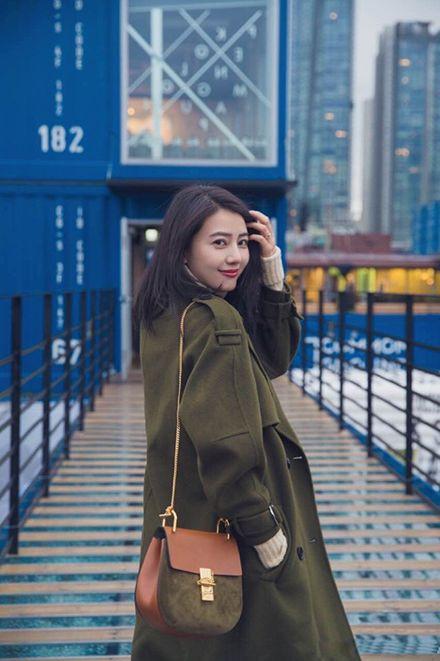 高圆圆最新街拍图片 偏爱韩系大衣与毛衣