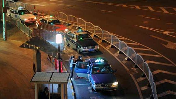 """今起上海重点区域""""出租车""""违法行为划转城管执法"""