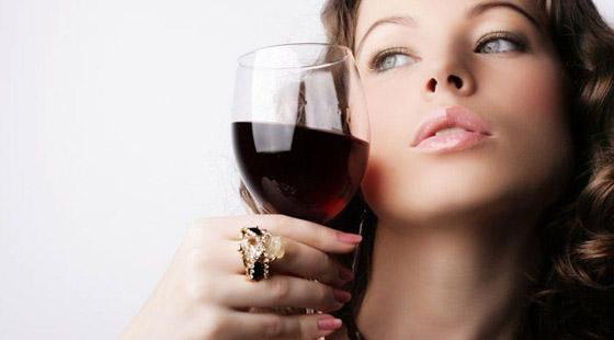 红酒好处多 女人抗衰老不妨喝点红酒