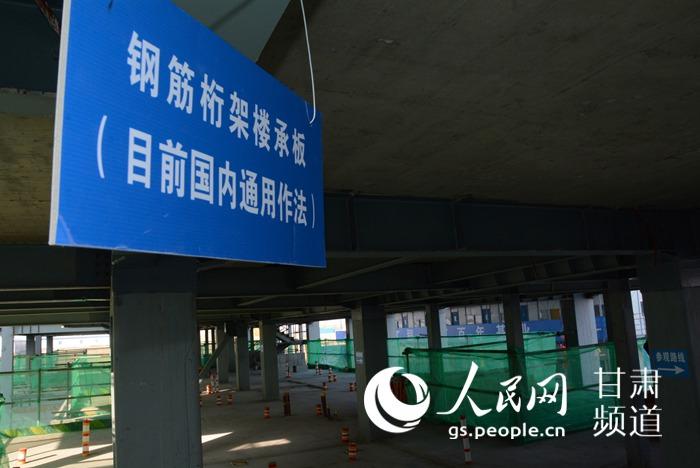 甘肃省首幢钢结构住宅楼主框架封顶