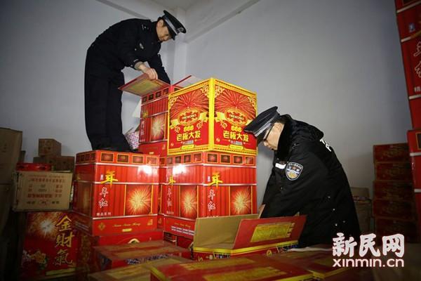 闵行查获2588箱非法烟花爆竹 涉案男子被刑拘