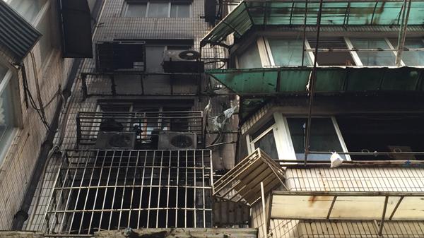 今天下午东汉阳路民宅起火 一男子身亡