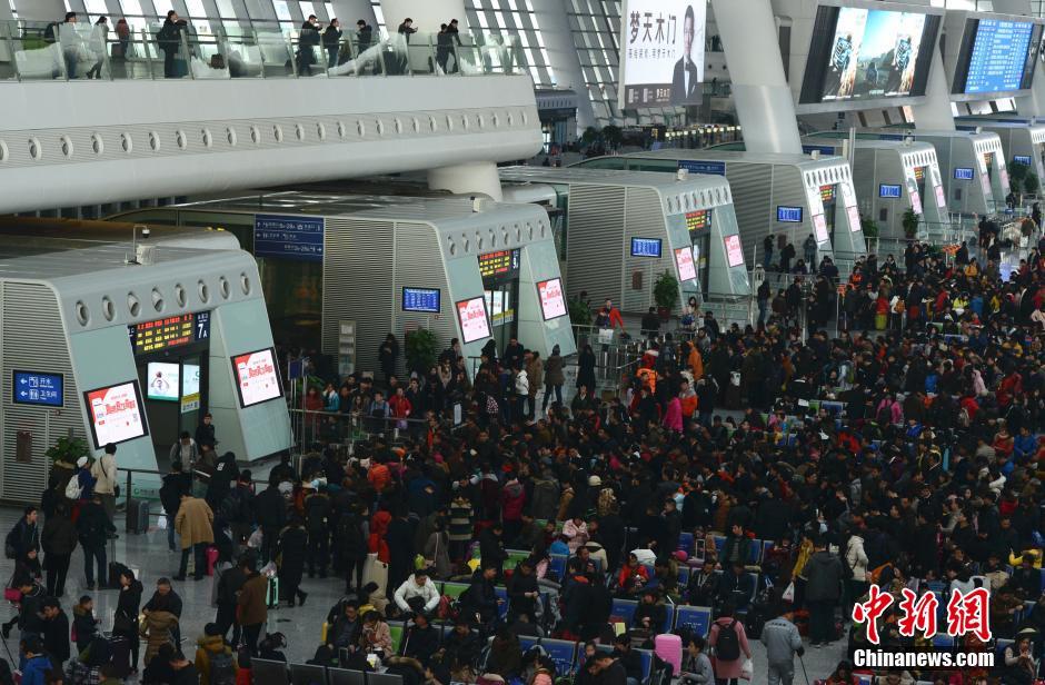 春节将至 杭州火车站迎来春运高峰