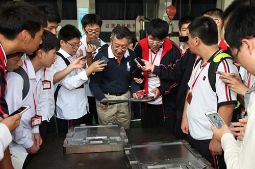 """育学生""""匠心""""底蕴 造优秀技能人才——上海市工业技术学校创建特色示范校引领学生健康成长"""