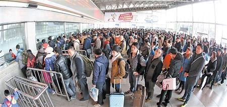 全国铁路预计初一当日发送旅客294万人次