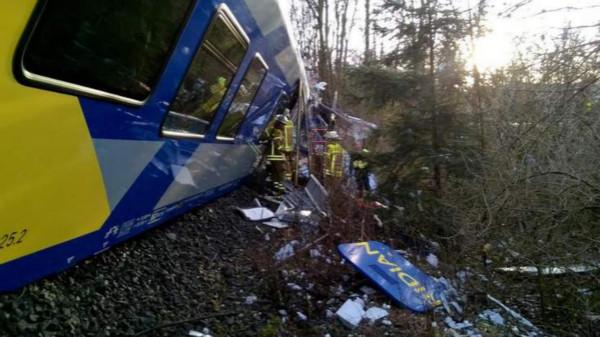 德国发生火车相撞事故 至少2人死亡100人受伤