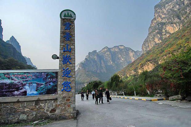 河南7游客为逃票自寻山道迷路 年初一被困悬崖