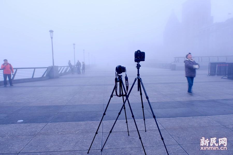 猴年首场大雾来袭 申城外滩昨如梦似幻