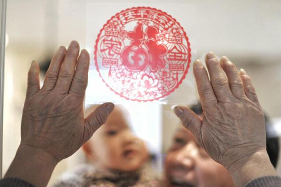 """春节""""七连拍""""婆婆的手 这组照片看得心里暖"""