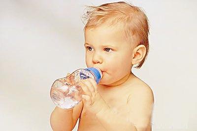 儿科专家:婴幼儿饮用水要注意矿物质正确摄取