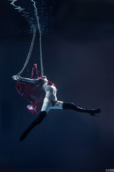 唯美水下美女舞展示高难度a美女视频动作梦幻性感驾车钢管性感图片