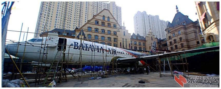 武汉闹市街头组装波音737 建飞机主题餐厅