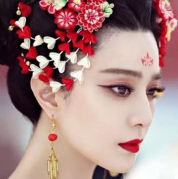 虽然这个造型更贴近唐朝妆容,但这个造型谁演谁毁呐~-邓超白发红图片