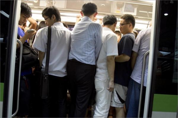 上海地铁工作日客流普遍超千万 部分站点压力增加