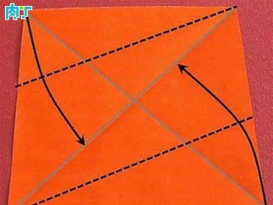 折法,不过这次的步骤非常详细, 取一张正方形纸,彩色面朝上,对