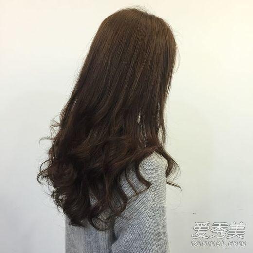 好一计背影杀!2016女生好看烫发发型图片图片