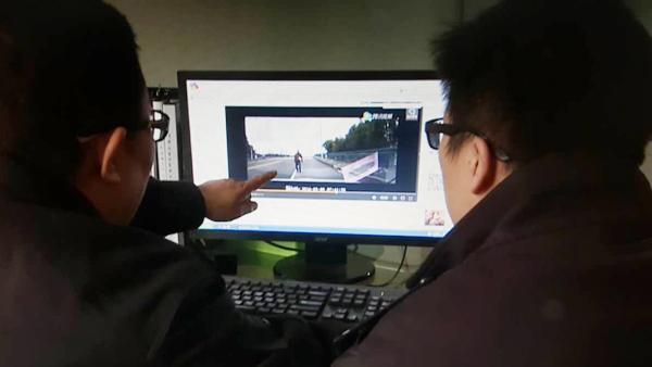 碰瓷过程被拍下传上网 嫌疑人:怕了躲了还是被抓
