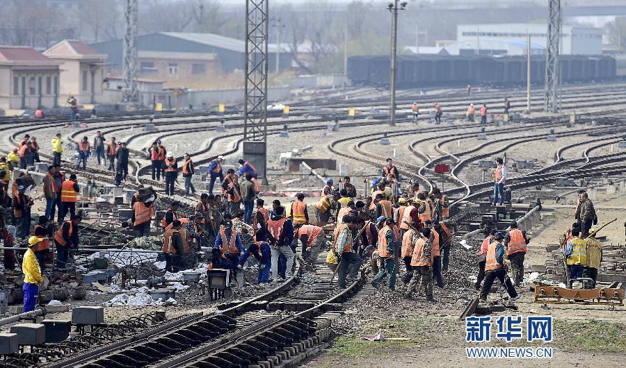 南仓编组站是京津冀铁路货运网络中的枢纽车站.