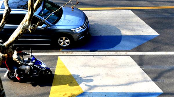彩色三维立体减速标线亮相街头
