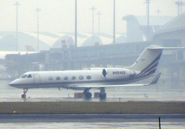 强雷雨致广州白云机场逾百航班延误